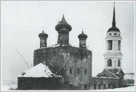 Разрушенная Адмиралтейская церковь город Воронеж 1990-е  годы фото