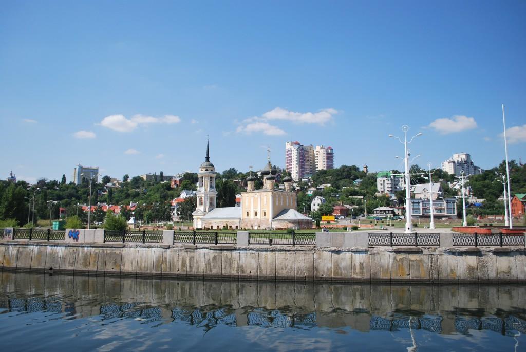 Адмиралтейская площадь и храм в Воронеже фото