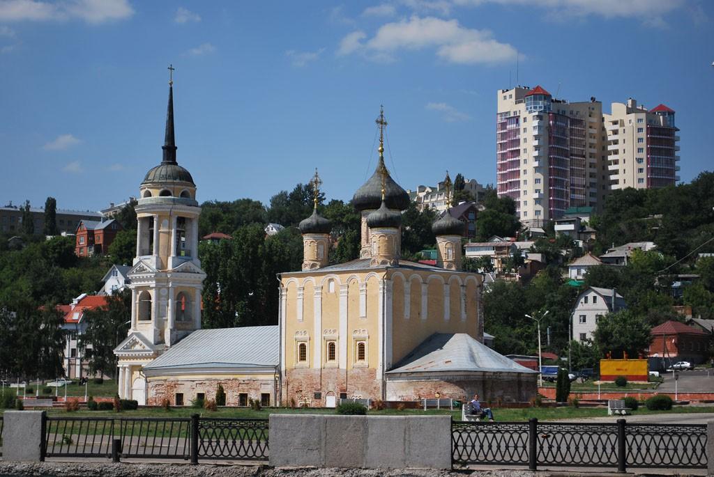 Вид на Адмиралтейский храм с водохранилища в Воронеже фото
