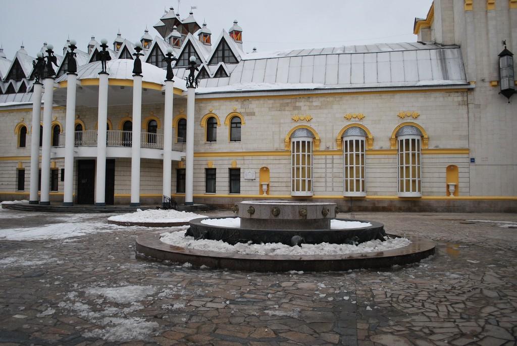 Фонтан у Кукольного театра в Воронеже фото