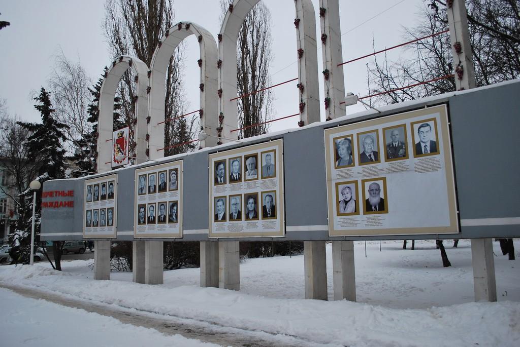 Стенд с фотографиями жителей в Воронеже