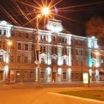 Вид ночью на здание городской администрации Воронежа фото