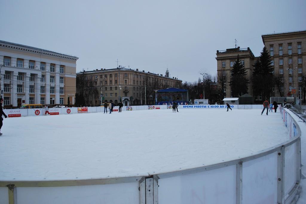 Каток на пл. Ленина в Воронеже фото