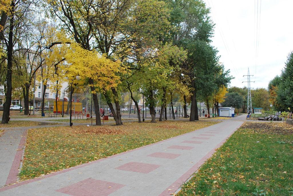 Комсомольский сквер вид на футбольную площадку в Воронеже фото