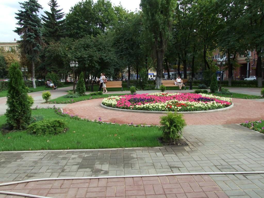 Обкомовский скверик в Воронеже фото
