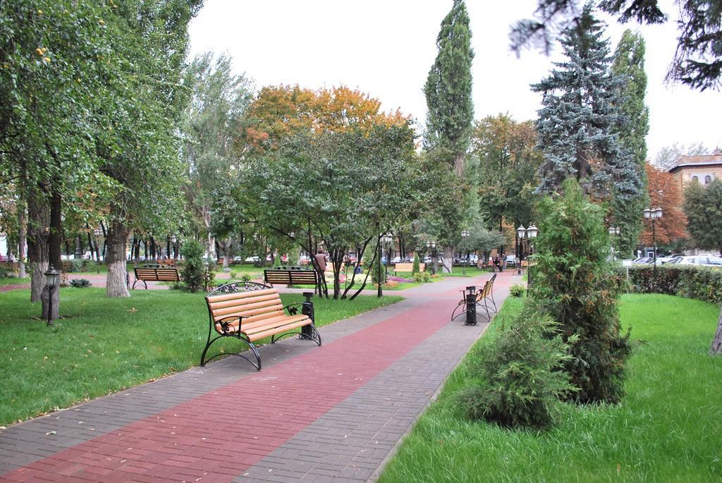 Обкомовский скверик после реконструкции в Воронеже фото