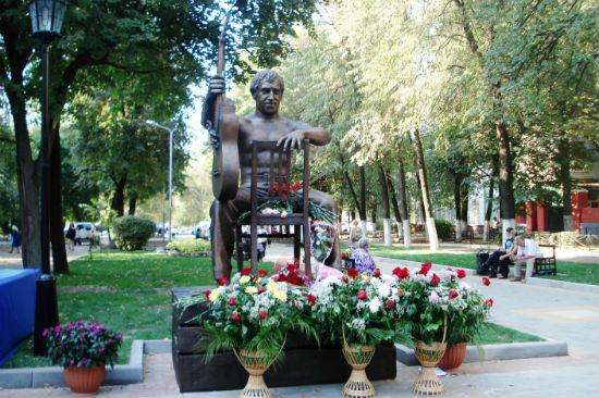 Памятник В. Высоцкому в день открытия г. Воронеж фото