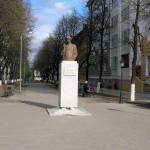 Памятник Сергею Есенину в Воронеже фото