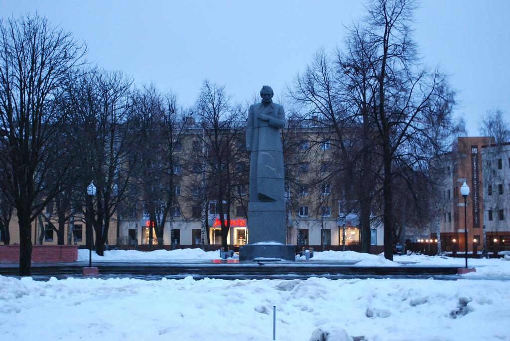 Памятник Кольцову в Воронеже фото