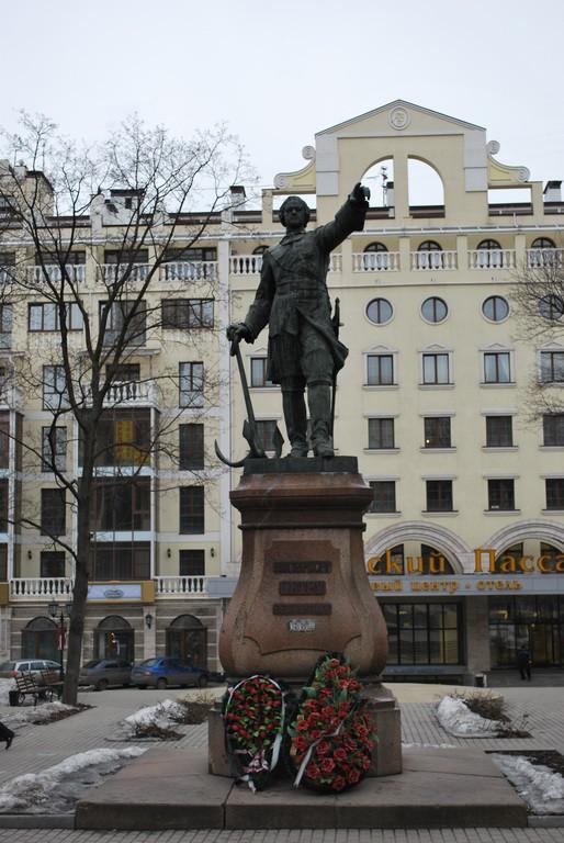 Памятник Петру 1 в Воронеже фото