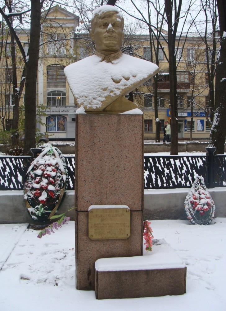 Памятник Войцеховскому в Воронеже фото