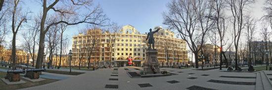 Петровский сквер и памятник Петру 1 фото