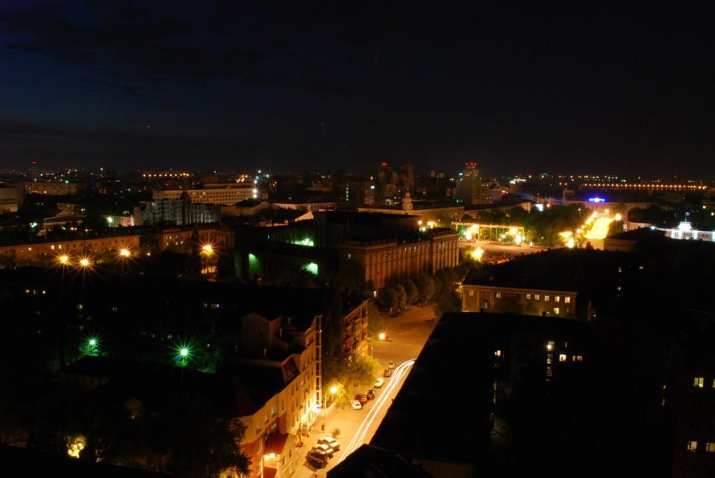 Вид ночью на пл.Ленина и ул.Станкевича в Воронеже фото