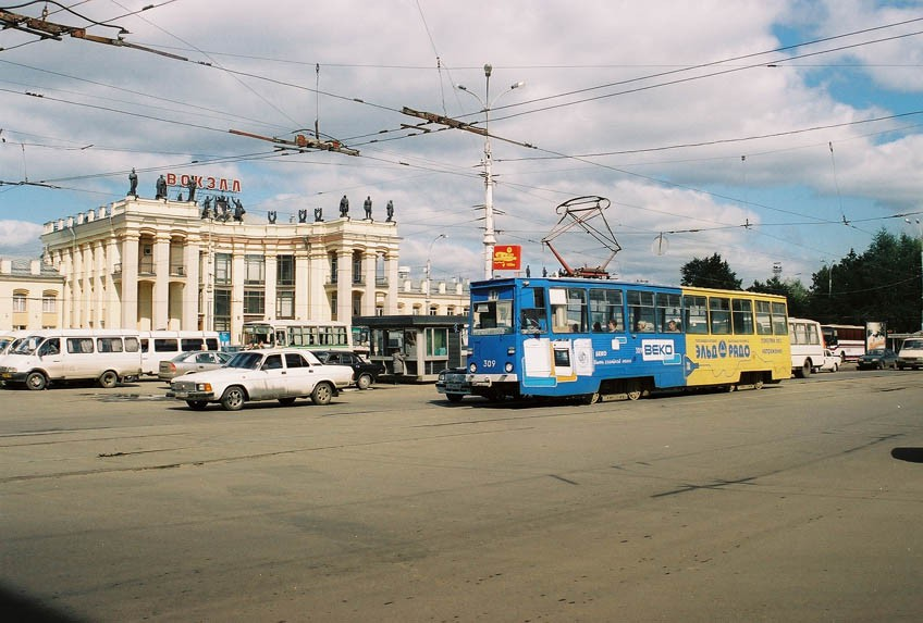 Трамвай на ул.Кольцовская в Воронеже фото