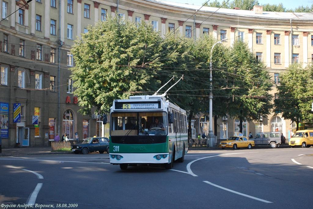 Троллейбус на пл.Черняховского в Воронеже фото