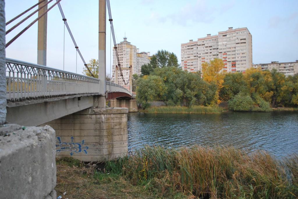 Висячий мост рядом со Спортивной набережной в Воронеже фото